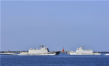Photo: 海軍左營基地23日舉行營區開放活動,首先由國人自力研發的光六飛彈快艇,以兩艇高速航行為活動揭開序幕。(軍聞社姜大宇)