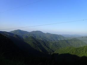 左に峰山と円原