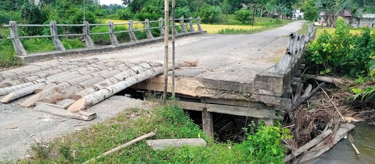 Banjir Terjang Jembatan Penghubung Antar Kecamatan Menyuke Darit – Sompak
