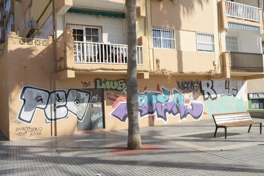 Las pintadas también están presentes en este punto turístico de la ciudad.
