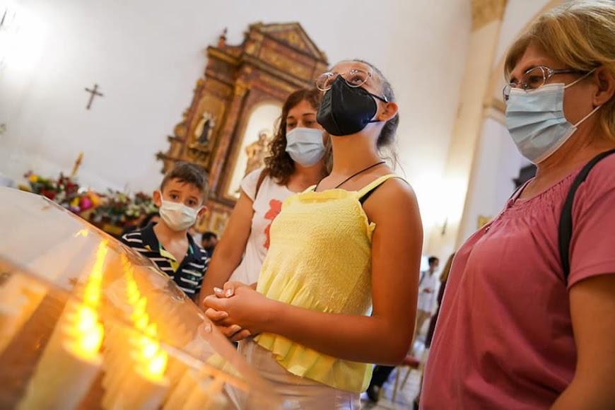 Fieles, devotos y peregrinos viven su pasión por el Cristo de la Luz.
