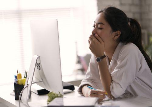 รู้ทันสาเหตุการง่วงนอนบ่อย พร้อมวิธีแก้ง่วงแบบได้ผลไว สำหรับคนทำงาน -  Entertainment Essentials