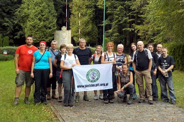 nasza grupa przed cmentarzem wojennym w Wysokiej