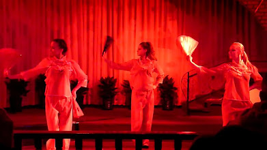 Photo: Beijing - TB dinner in russian restaurant Elephant, dance show, screenshots from video, traditional chinese clothes (?)