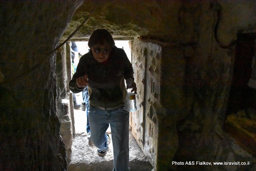 Вход в гробницу Рабби Иехуда ха-Наси в Национальном парке Бейт Шеарим. Экскурсия гида по Израилю Светланы Фиалковой.