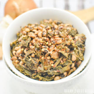 Slow Cooker Black-Eyed Peas with Kale and Garlic.