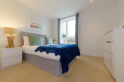 02 Bedroom Easton House near Kew Bridge