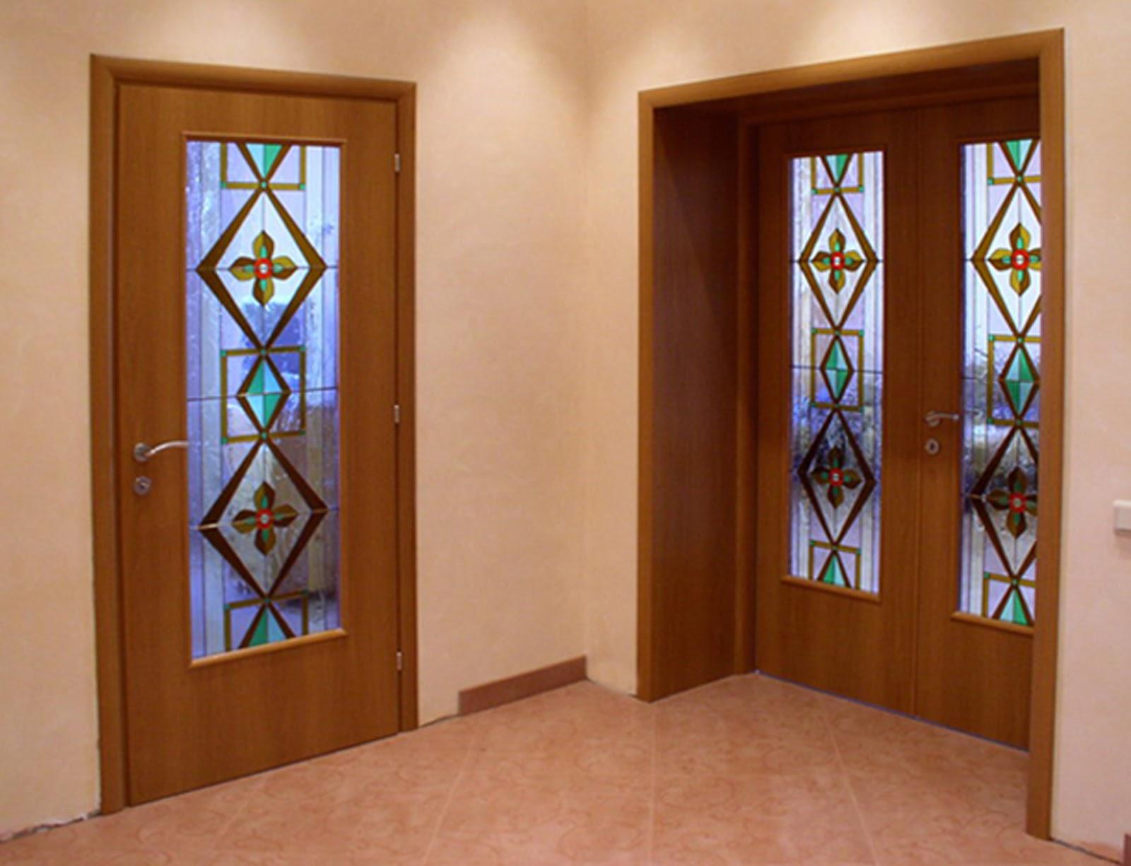dekor-na-dveri-svoimi-rukami-kak-pravilno-sdelat-01.jpg