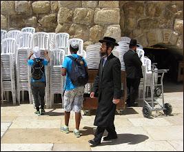 Photo: Иерусалим. Этот господин воевать явно не будет. Его государство будет содержать за веру.