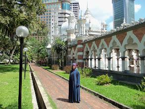 Photo: Klasická muslimka v mešitě Jamek