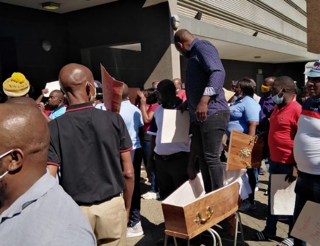 Undertakers threaten to intensify strike and shut down all home affairs offices