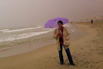 """Photo: """"Wymarzona kąpiel"""" w morzu Liguryjskim (plaża w Viareggio)"""