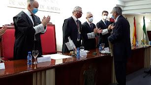 Francisco Balcázar recibe el homenaje del Colegio de Abogados de Almería