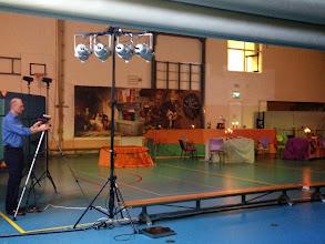 Photo: de gymzaal omgetoverd tot een soort middeleeuws café...