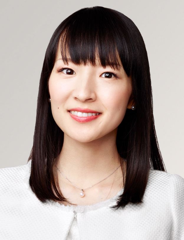 "Marie ""KonMari"" Kondo - авторка книги ""Викинь мотлох із життя"""