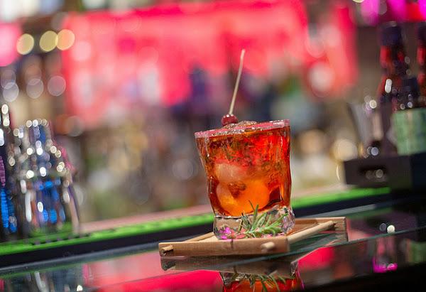 條通內的型男調酒師酒吧 -轉角酒吧La Esquina