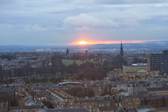 """Photo: Edinburgh has sunsets too!! (Adam will probably quickly point out that I'm """"taking the piss"""" here. Scotland does have nice sunsets too: https://plus.google.com/u/0/102973867612808031698/posts)"""