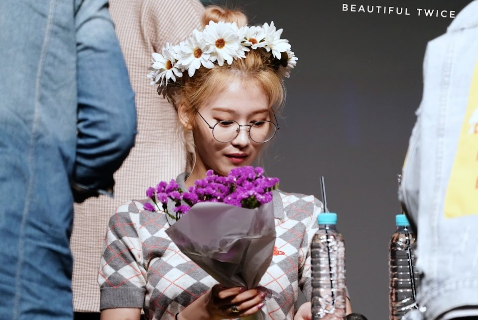 TWICE_FANSIGN_190505_2