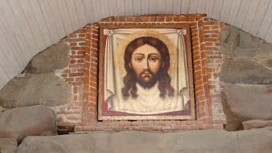 Photo: Образ Христа над святыми воротами
