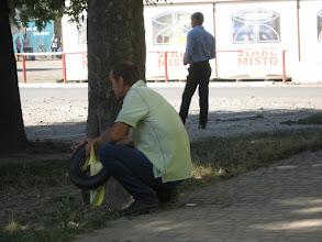Photo: Sambor (Самбір) - mam wrażenie, że każdy tu na coś czeka. Jednak jest to czynione w sposób znacznie spokojniejszy aniżeli u nas. Tutaj społeczeństwo wydaję się jakby pogodzone ze swym losem.