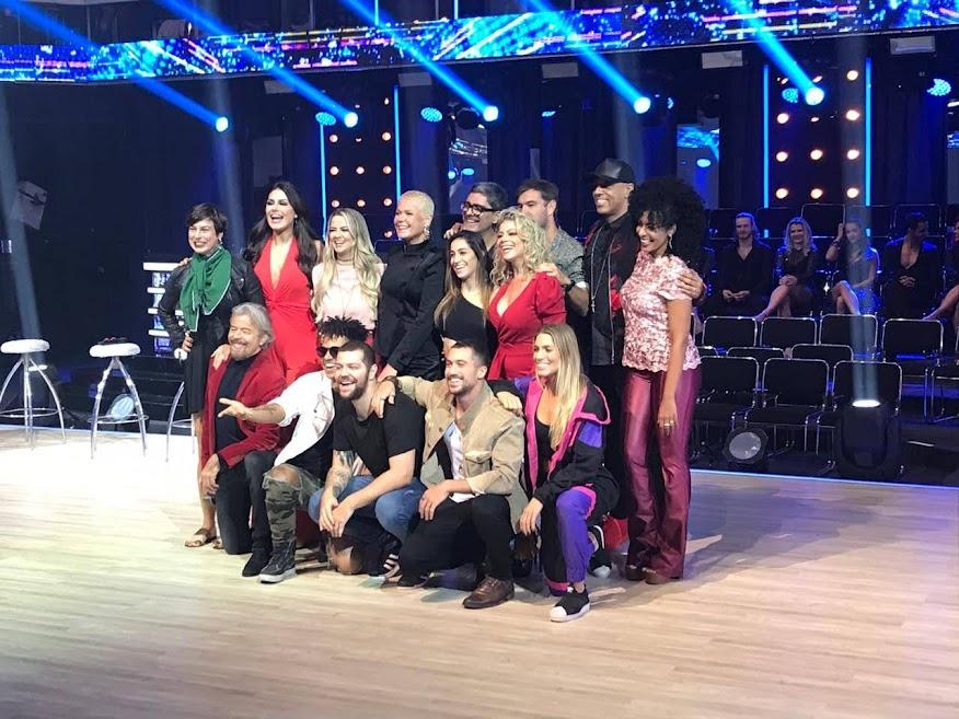 Xuxa com o repórter especial Junno Andrade e as 13 novas estrelas do Dancing Brasil 5