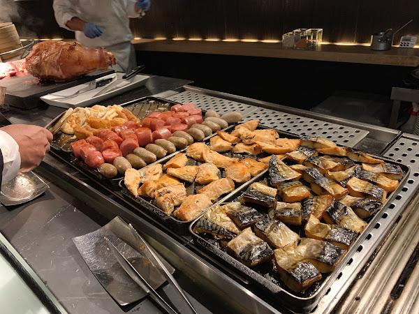 #晶華酒店柏麗廳🍴 下午茶及晚餐十分出色的柏麗廳,早餐連四天,就能看出品質及服務。 柏麗廳從來不讓人失望,許多細節讓人感到五星級飯店的高水準。 #中式餐點🥣 除了固定的白粥及熱炒之外,這幾天還搭配