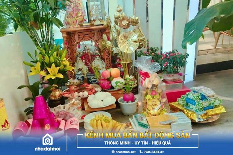 Cách trang trí bàn thờ ông Địa cũng tương tự cách trang trí bàn thờ Thần Tài