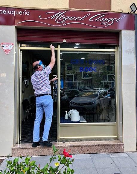 Peluquería Miguel Ángel, ubicada en la calle Blasco Ibáñez, zona Nueva Andalucía.
