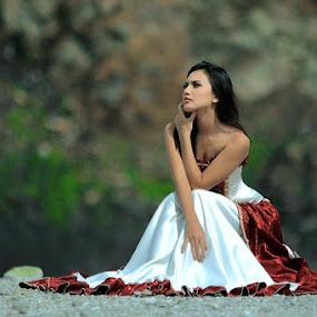 Maria Aya at Kawah Putih - West Java by Bambang Leksmono - People Fashion