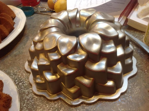 This is the Blossoms Cake Pan which has a 10 cup capacity. NOTE: SINCE...