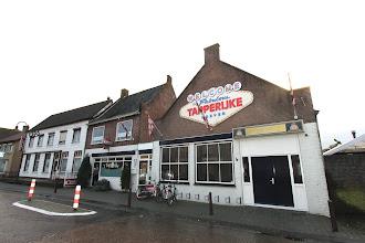 Photo: Serie Op Cafe: 't Tapperijke Hoeven. Anja en Kees Broos. Tekst en foto Leon Krijnen