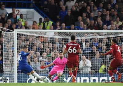 Eden Hazard lacht met Liverpool-speler Daniel Sturridge