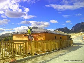 Photo: Instalación de las cubiertas de brezo.