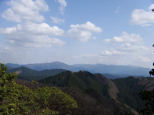 左に高見山、右に台高山脈の山々