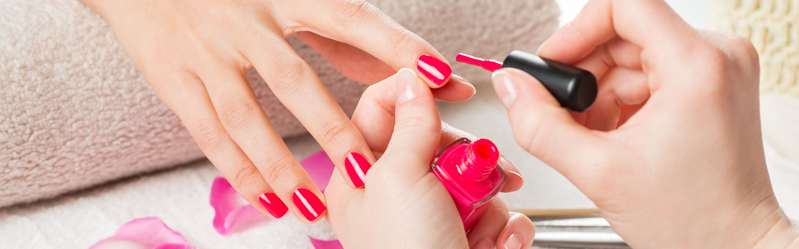 Manicure Red Nails