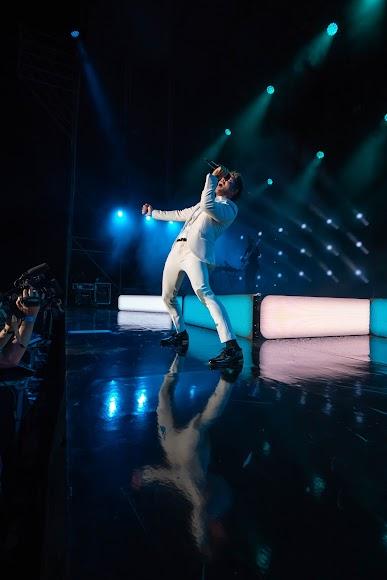 """El cantante almeriense animó al público a cantar """"Silencio"""""""