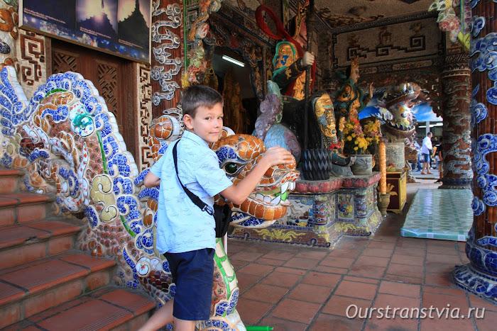 Бутылочная пагода Линь Фуок в Далате