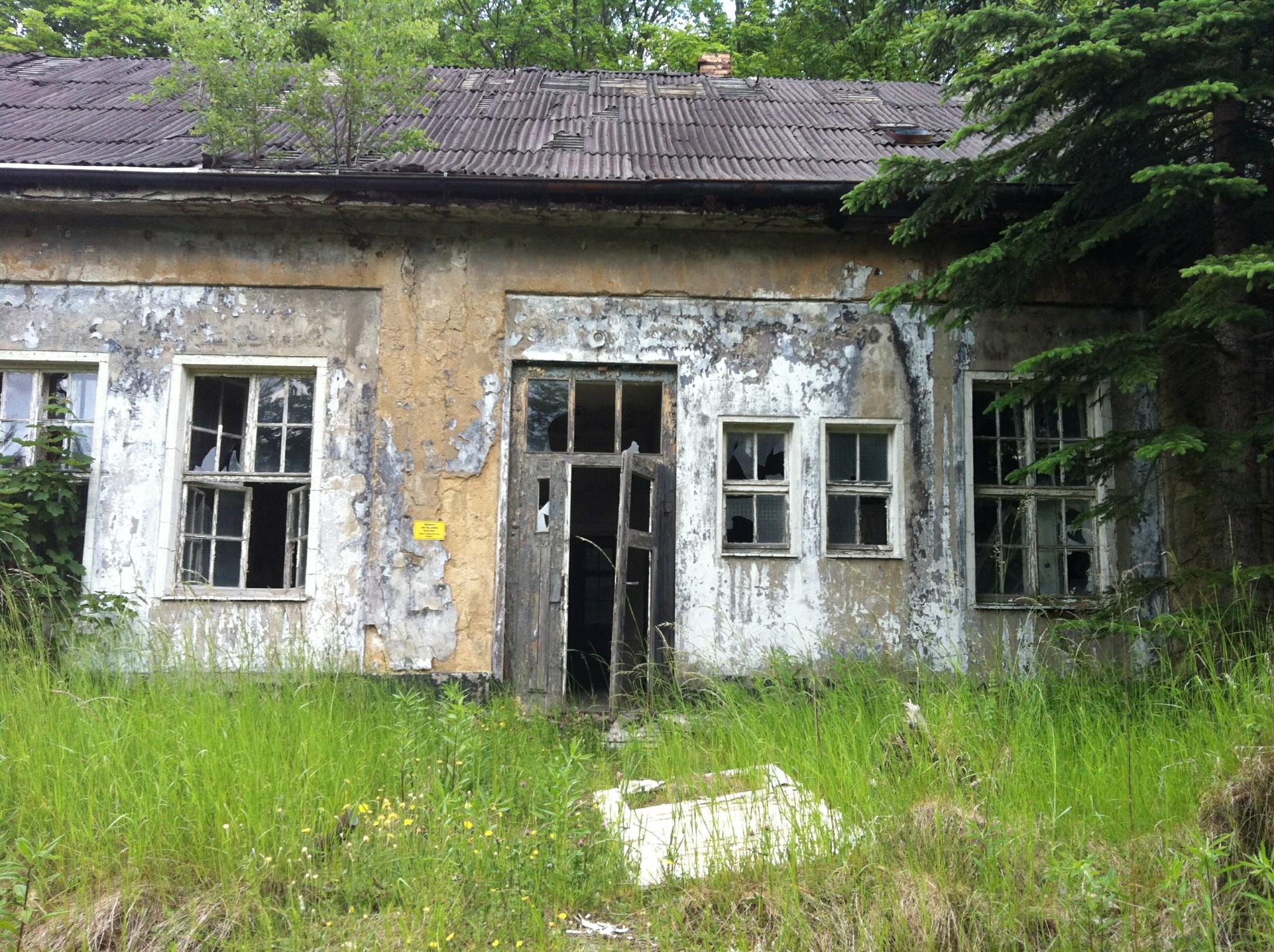 Photo: Zuletzt wurden diese Gebäude seit 1946 von den russischen Besatzern genutzt.
