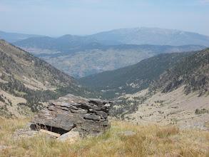 Photo: depuis le verrou glaciaire de la Conca, la vallée de Planès, et au fond le village de Sauto