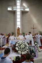 Photo: Svätú omšu celebroval otec kardinál Jozef Tomko spolu s emeritným arcibiskupom Jánom Sokolom a emeritným biskupom Dominikom Tóthom a ďalšími kňazmi.