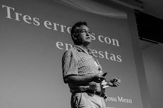 Photo: Josu, preocupado por la Malaprensa que puede tener eso de dar una charla apoyada en un vulgar powerpoint, decide estadísticamente poner término a las charlas Naukas Bilbao 2015.