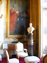 Photo: The State Messengers Room, formerly an antechamber for Marie de Medici's public and private apartments is named after the group who were in charge of official messages between the State's main bodies. This small room is finely decorated; shown here are one of the six mid-19th century paintings on the walls, and one of the four marble busts (which could be any one of former Prime Minister Georges Clemenceau, Belgian King Albert 1, French abolitionist writer Victor Schoelcher or Raymond Poincaré, the French president during WW I).