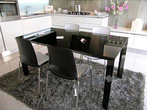 photo tavolo veneta cucine modcalypso in cristallo nero allungabile cm160