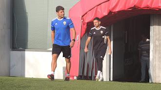 Pedro Emanuel y René, saliendo al Estadio este lunes.