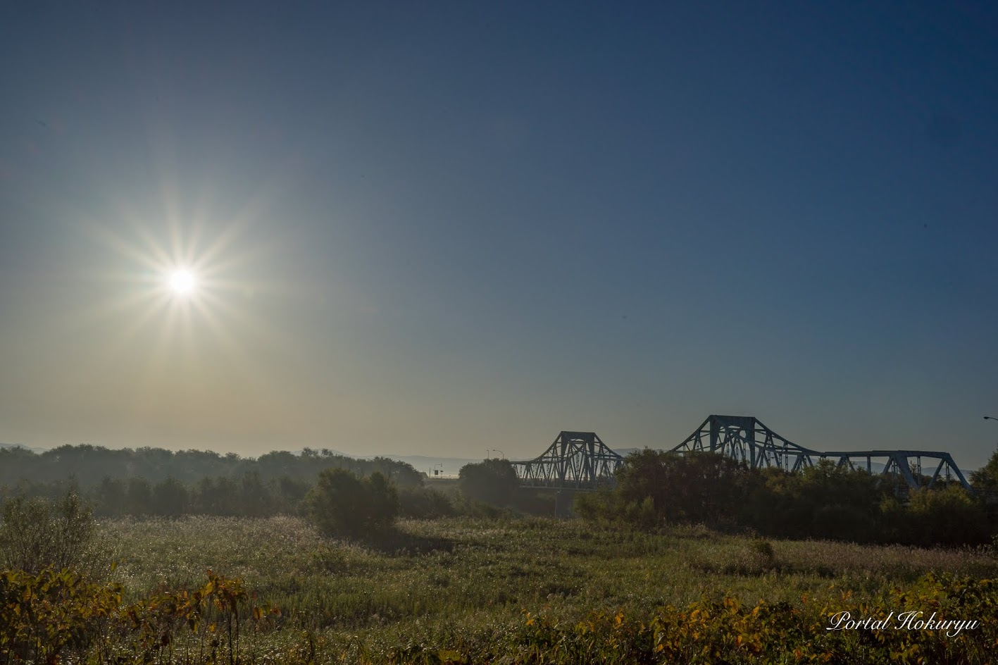 筑紫橋に昇る朝日