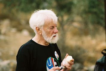 Uri Avnery 2006 Demo in Bilin.jpg