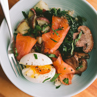 SMOKED SALMON BREAKFAST BOWL WITH 6-MINUTE EGG.