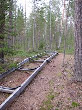 Photo: Op deze manier worden kano's naar het meer getransporteerd. Het blijft echter een hele karwei om ze later ook weer naar boven te halen heb ik me laten vertellen. ;-)