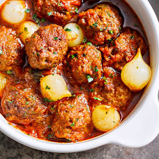 Parsley Meatballs with Spicy Tomato Sauce Recipe