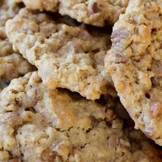CINNAMON TOFFEE OATMEAL COOKIES